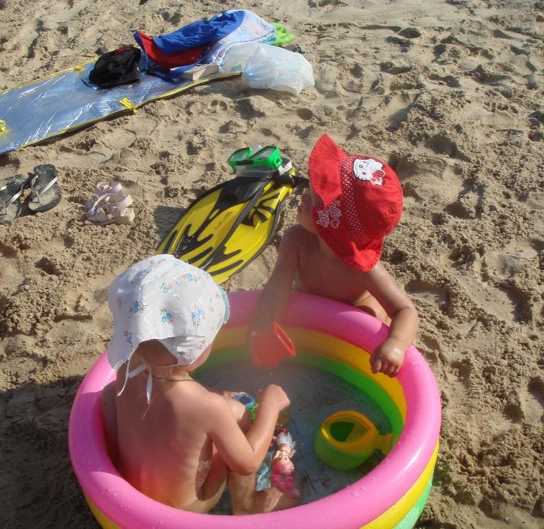Отдых с детьми на море – бассейн и игрушки