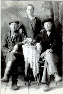 Шалыгин Петр Егорович с женой и сыном